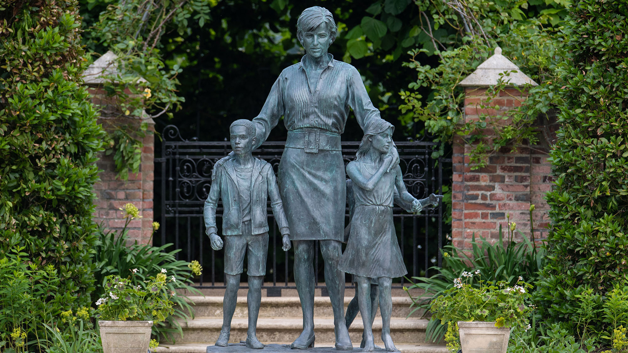 The significance behind the Princess Diana statue outfit